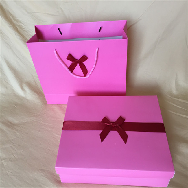 Cheap Fashionable Custom Apparel Boxes Wholesale
