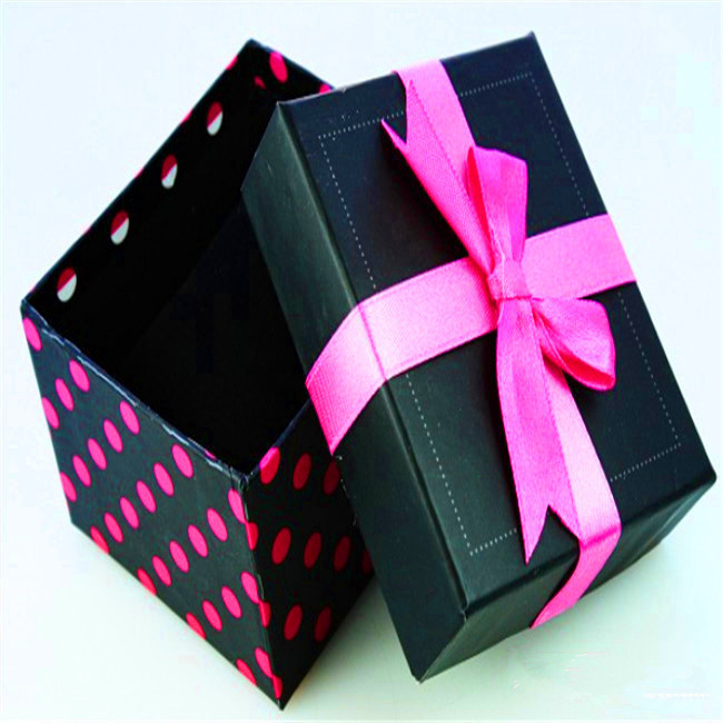 Bow Knot Decorated Gift Box For A Watch With Pillow